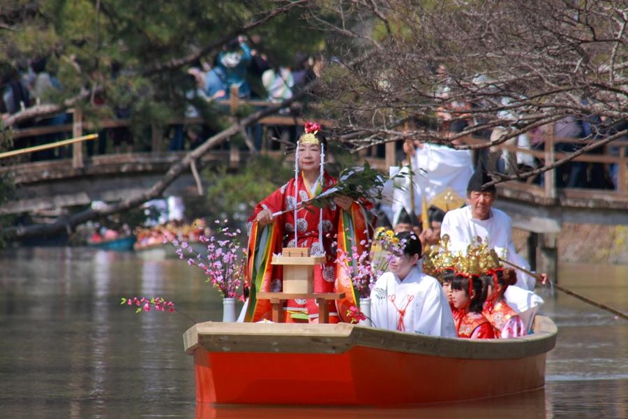 おひな様水上パレード 出逢い橋