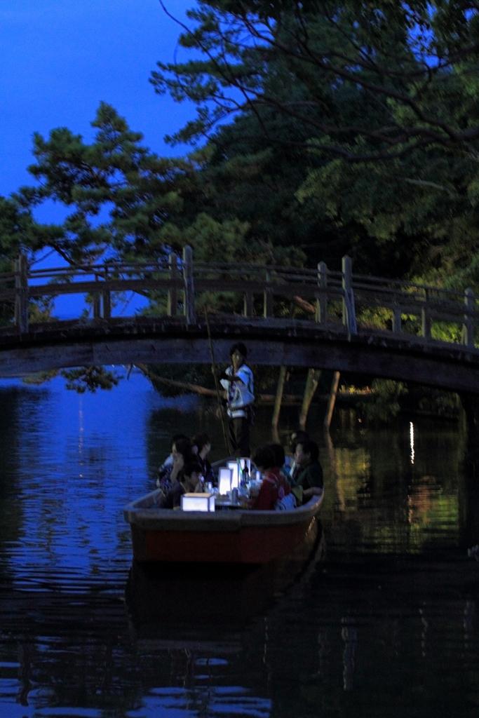 灯り舟 出逢い橋